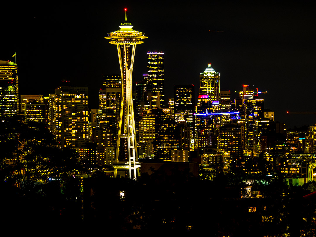 Nocturnal Seattle | 2,5 sec - f/4,5 - ISO 200 - 70mm