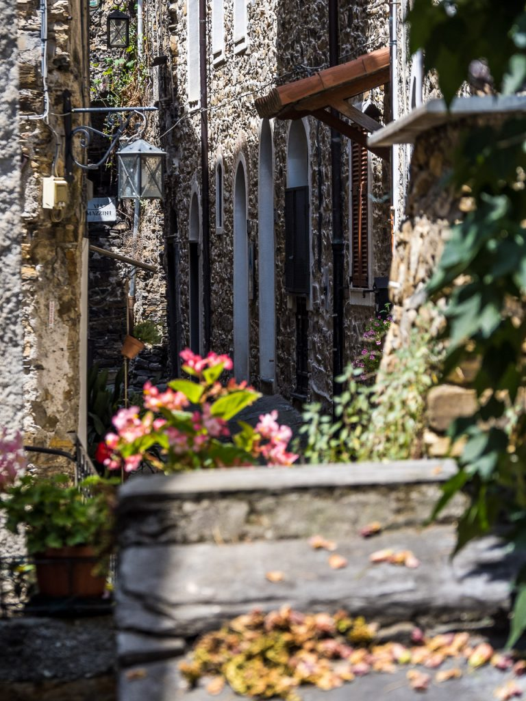 Alley in Montalto Ligure