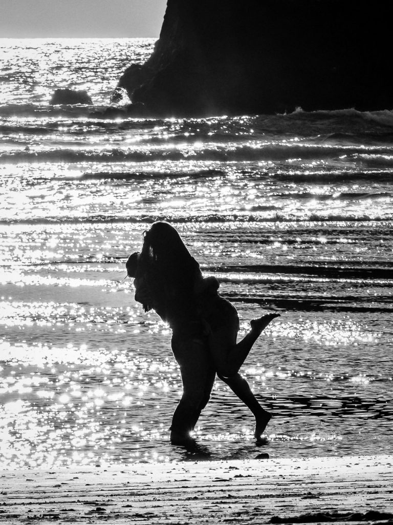 Silhouette of a hugging couple on the ocean beach