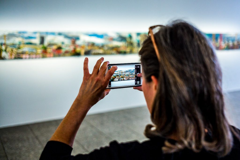 Photographing art with a smartphone