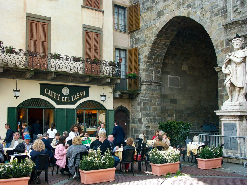 Archway between Piazza Vecchia and Piazza del Duomo
